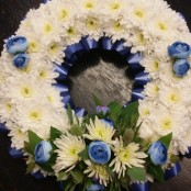 BEDDED WREATH